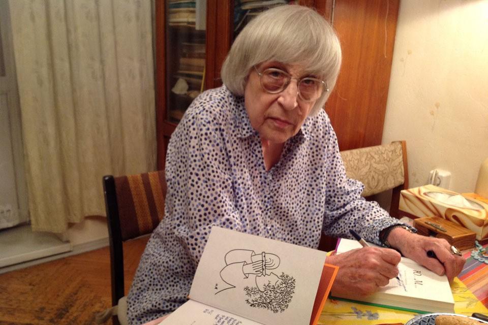 Великая Поэтесса прочитала для посетителей kp.ru и нашего обозревателя Александра Гамова свои новые стихи