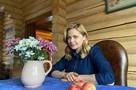 «Мать родная!»: Ирина Пегова заявила, что мама отбирает у нее наряды и носит их сама
