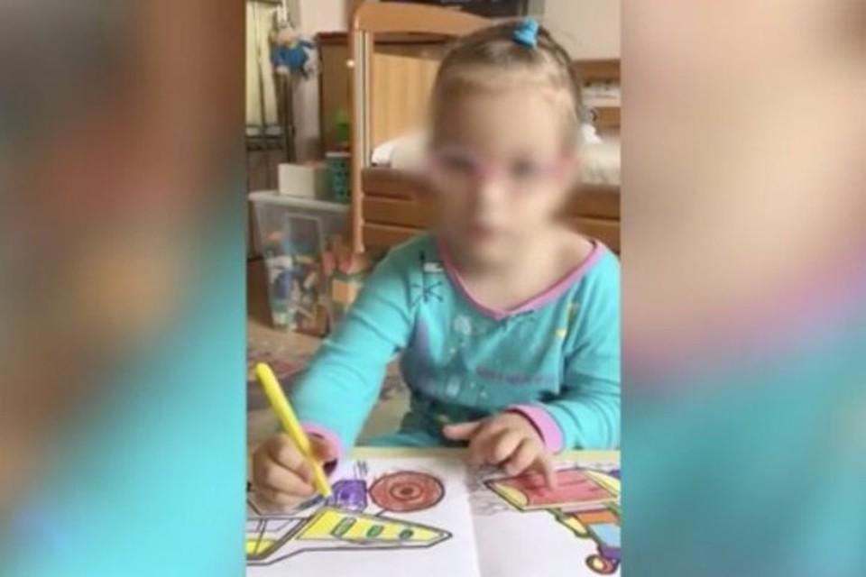 Ребенок всю жизнь провел в больнице, девочку никто даже не навещал