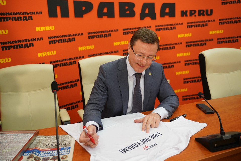 Дмитрий Азаров ответил на вопросы шуточного блица