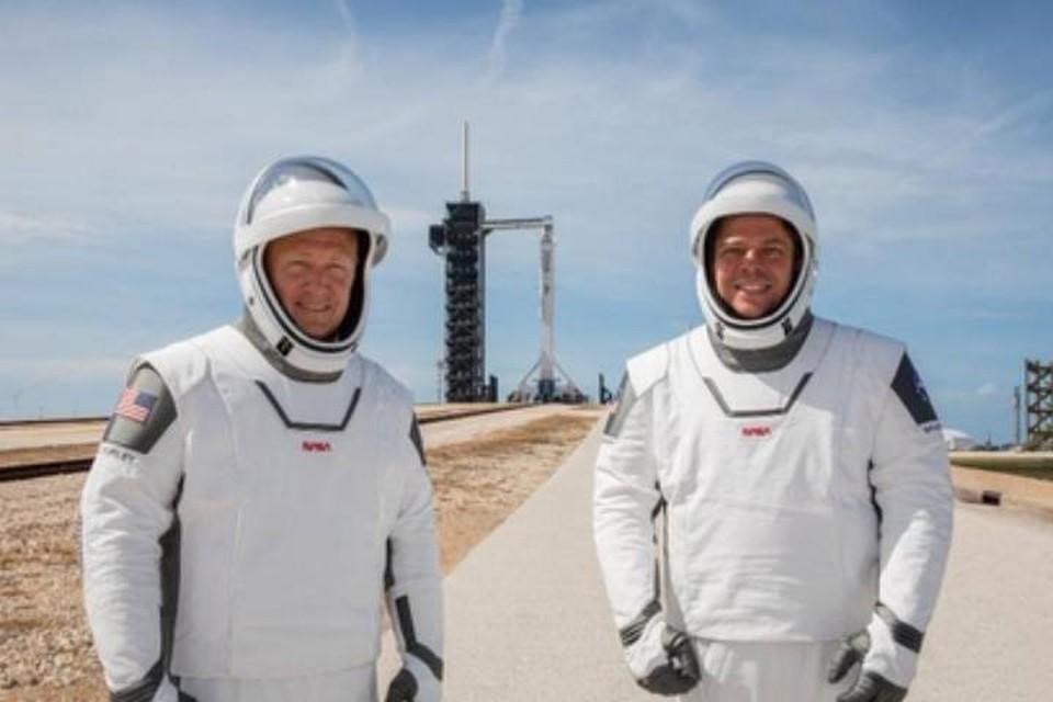 """Астронавты, которые впервые за почти 10 лет полетят в космос на """"своем"""" - американском - корабле."""