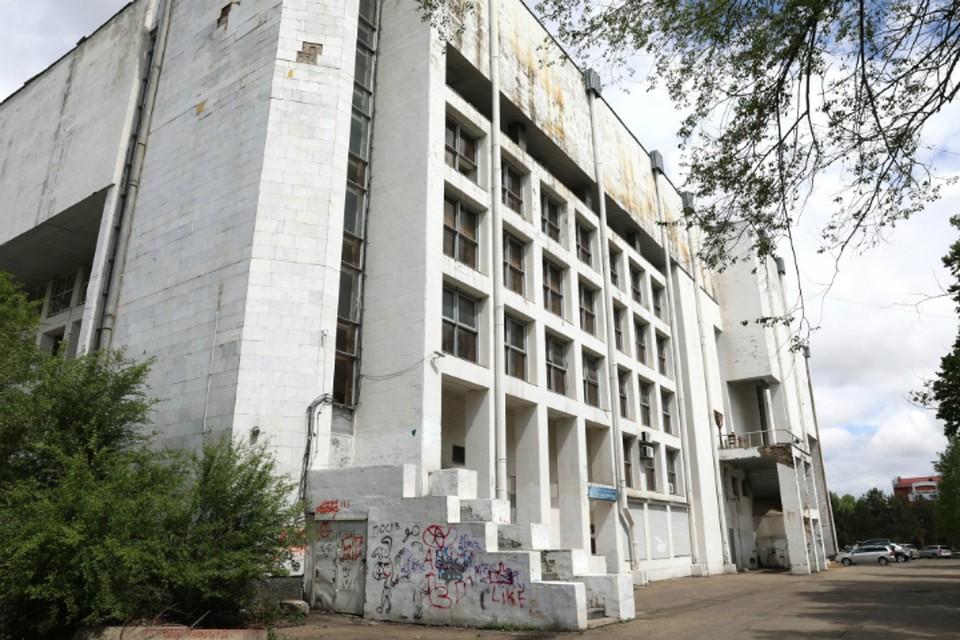 Здание филармонии в Биробиджане вернули в госсобственность и законсервировали