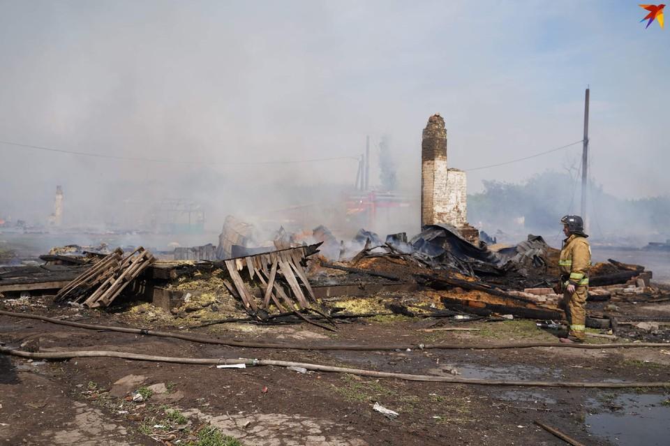 Деревянные строения сгорели практически дотла