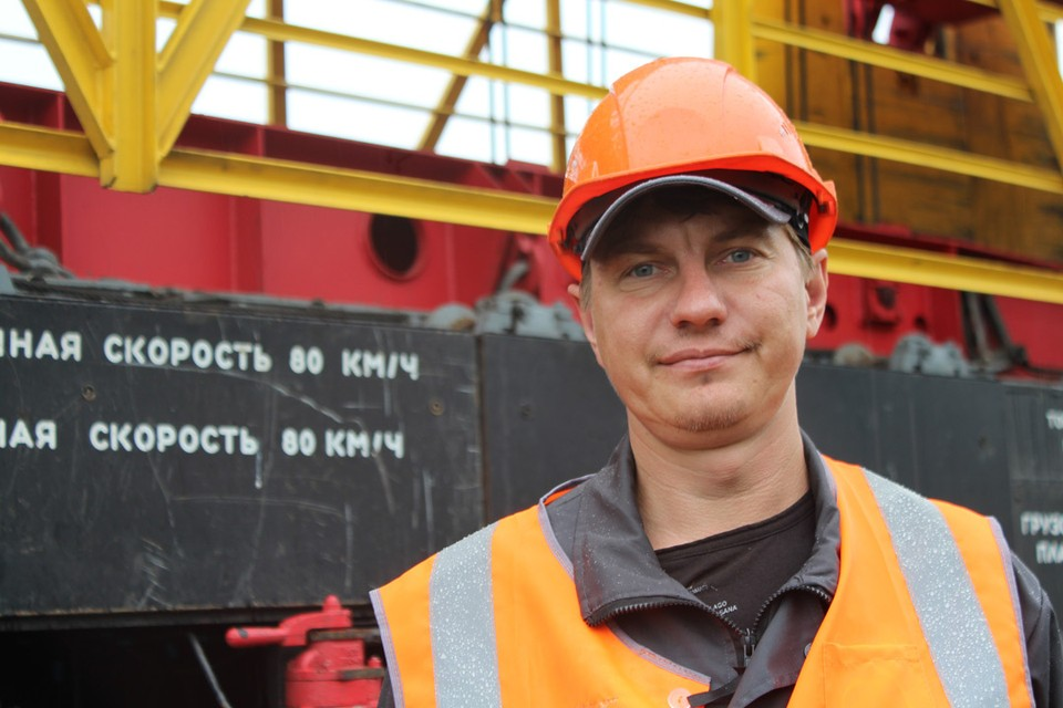 Машинист железнодорожно-строительных машин Сергей Сафонов.
