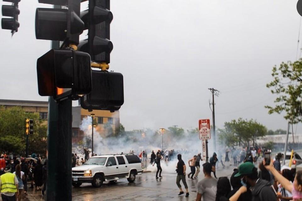 Протесты в Миннеаполисе вспыхнули после публикации видео с убийством Джорджа Флойда полицейским