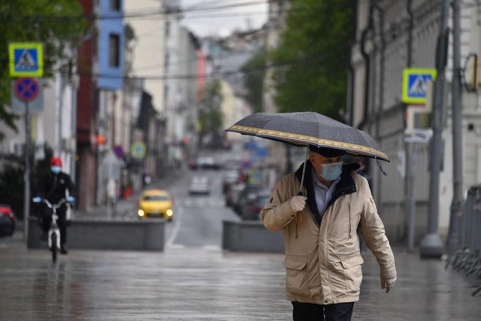 Рекордные дожди, залившие Москву 29 мая, вывели из себя даже тихую речку Лихоборку в Отрадном – она вышла из берегов.