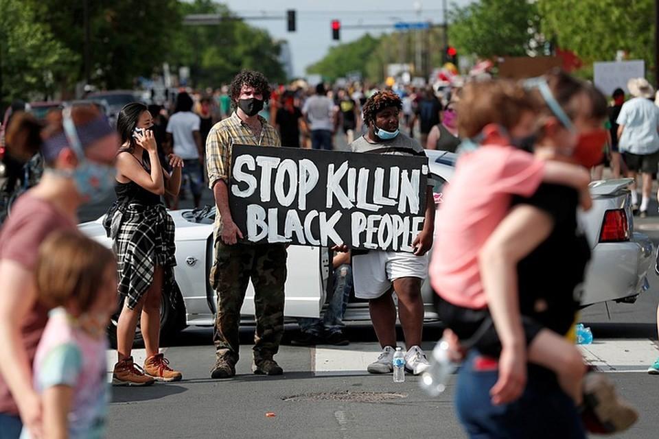 Афроамериканец и обвиненный в его убийстве полицейский оказались бывшими коллегами