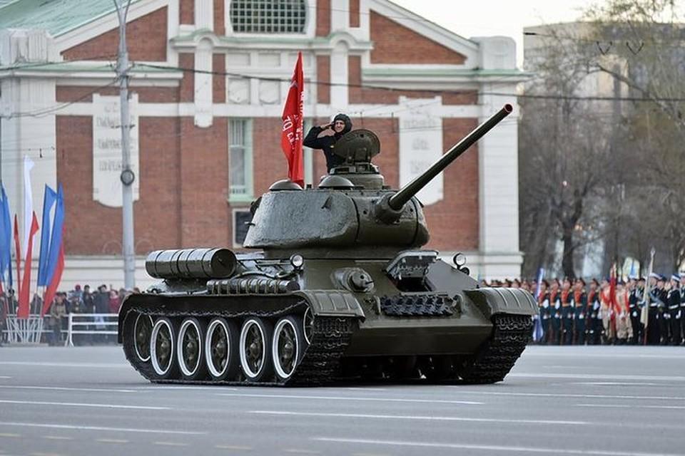 По площади пройдет знаменитый танк Т-34.
