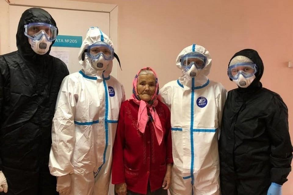 «Просто расправилась с коронавирусом»: 90-летняя позитивная пациентка из Красноярска выписалась из больницы. Фото: Красноярская краевая больница