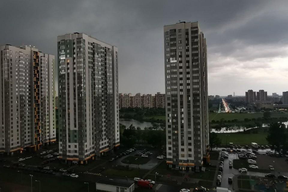 Непогода пришла в Санкт-Петербург с юго-запада. Одним из первых под ее удар попал Фрунзенский район.