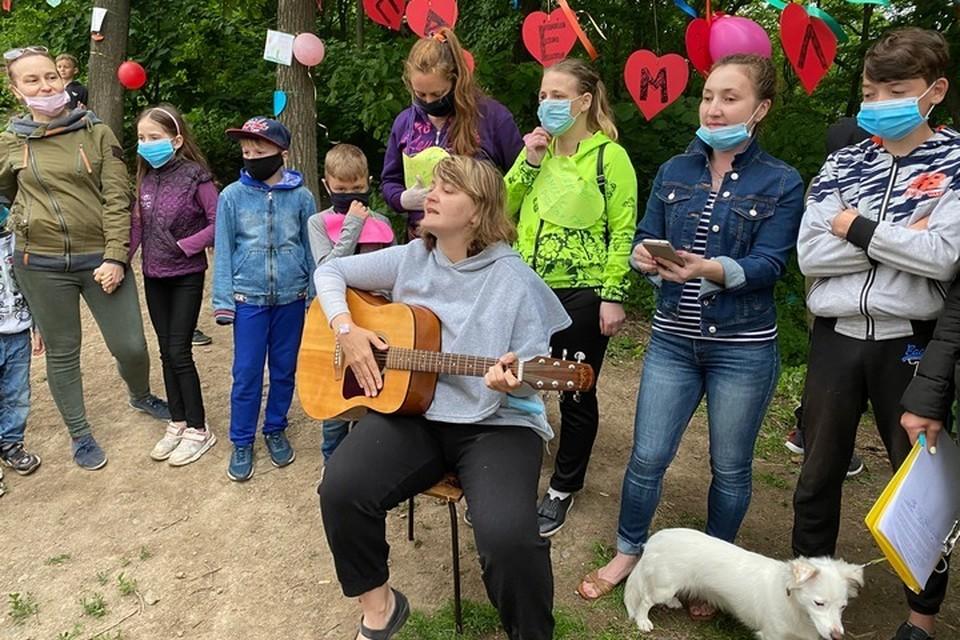 """Жители """"Лесного квартала"""" устроили из акции по защите лесного массива праздник для детей"""