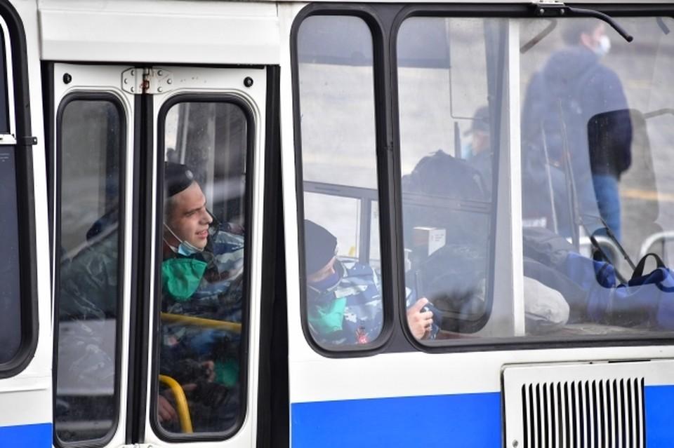 Водителям приходилось высаживать пассажиров на дороге