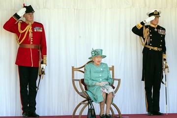 Тайное послание Королевы: Может начаться война, наступают последние дни, время вышло