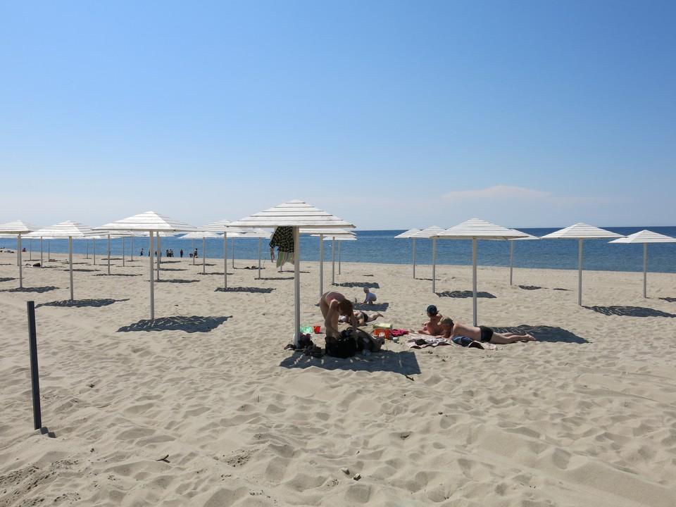 Считается, что в Янтарном самые широкие в области пляжи.