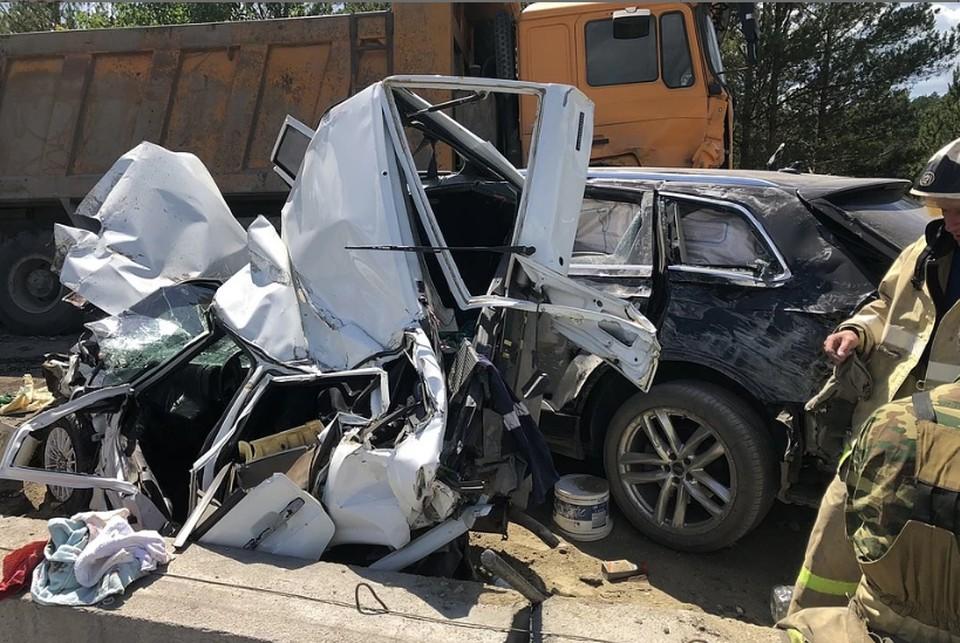 Грузовик без тормозов убил двоих и покалечил еще несколько человека на трассе М-5. Фото: управление ГИБДД по Челябинской области.