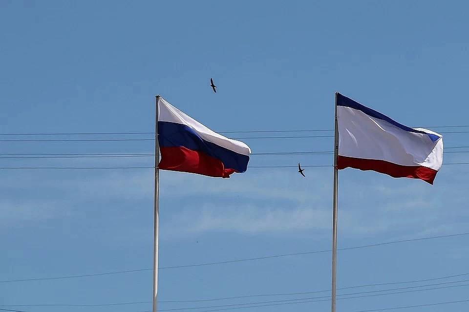 Запад - клевещет, Восток - предает: В Крыму ответили на продление санкций Евросоюза