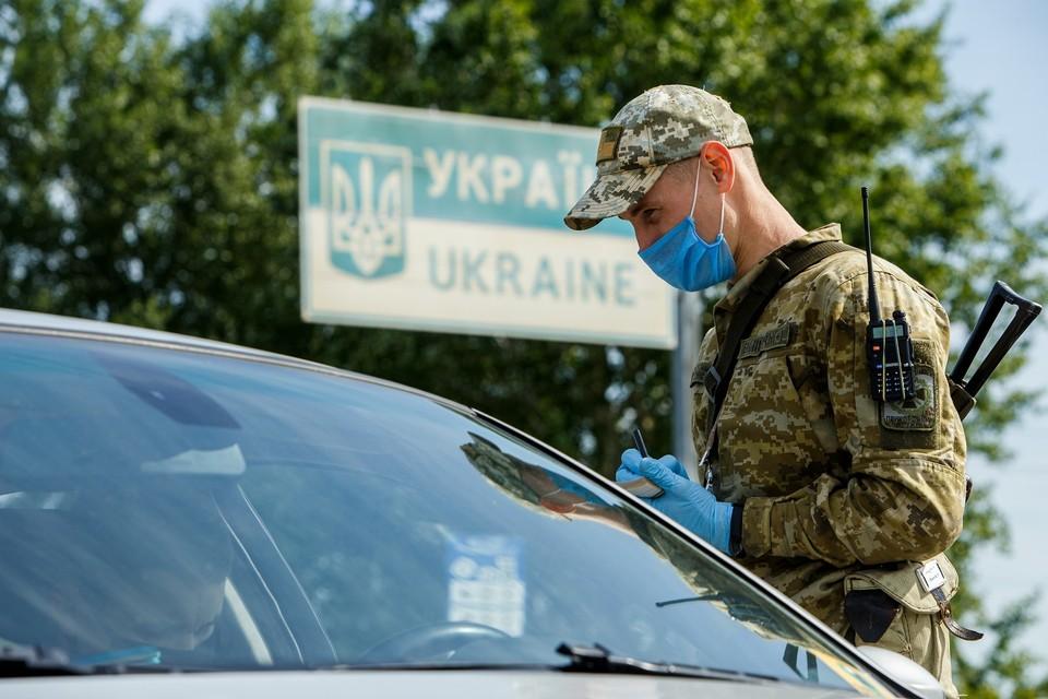 Страховка и самоизоляция: на каких условиях белорусам можно выехать в Литву и Украину