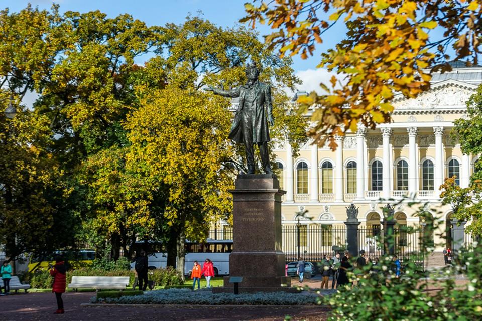 Пушкин - основоположник русского литературного языка, а мы с вами его хранители.