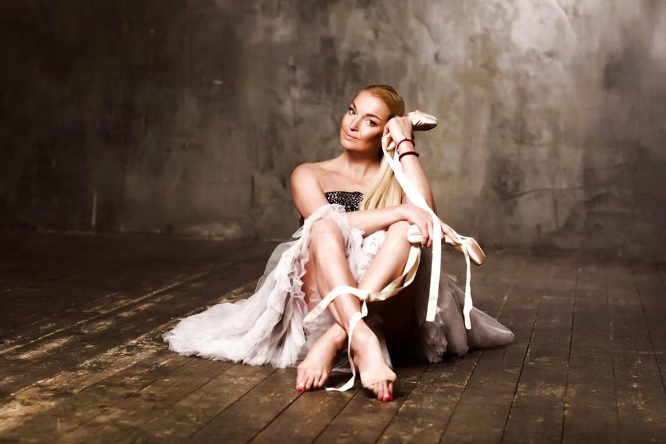 Как оказалось, несколько лет назад эти балетные туфли знаменитость подарила своей 90-летней поклоннице