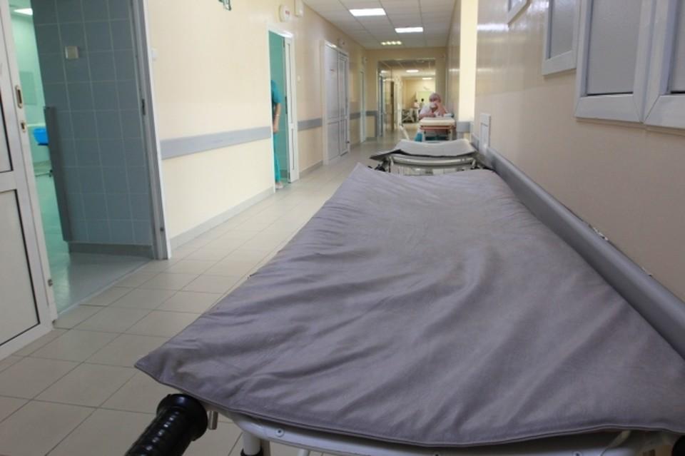 Пациент находился в реанимации с тяжелыми хроническими заболеваниями, предварительно не связанными с COVID-19.
