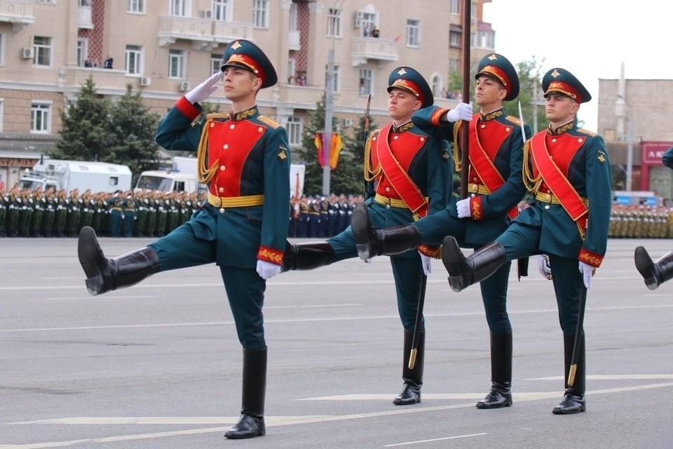 На территории Южного военного округа прошли 10 военных парадов. В Ростовской области они состоялись в Ростове и Новочеркасске.