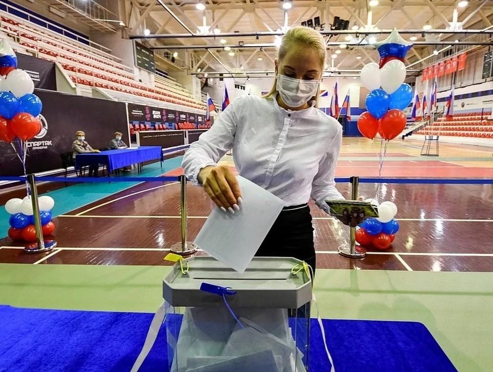 Проголосовать можно и на вашем избирательном участке. Фото: REUTERS