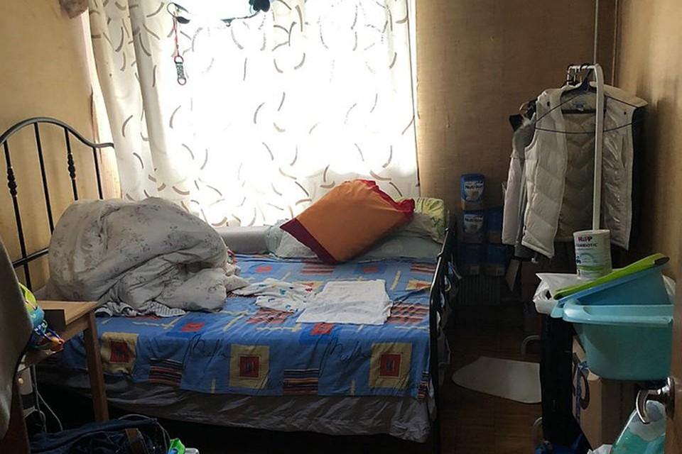 В довольно захламленном жилище находились пять крох - детки в возрасте от нескольких дней до трех месяцев. Фото: СУ СК РФ по Москве