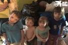 «Она душит их ремнем и кормит чипсами»: родная дочь просит отнять у матери восьмерых младших братьев и сестер