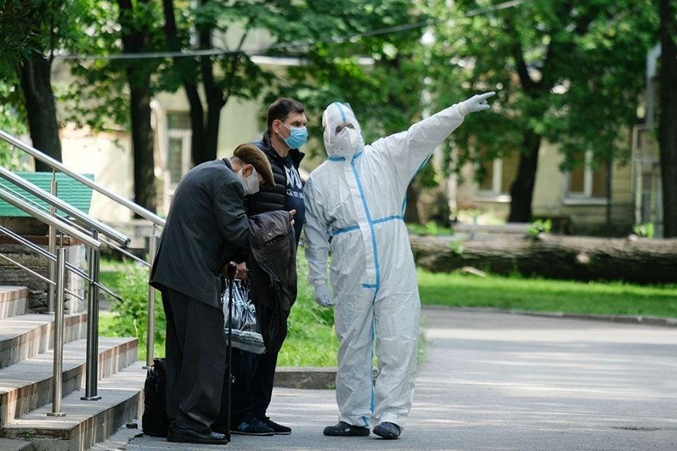 Люди не обращались к врачам из-за боязни заразиться коронавирусом в больнице. Фото: Артем Килькин