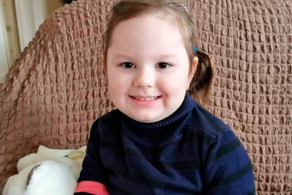 Маленькая Оля пострадала от врачебной ошибки, чтобы ее вылечить, нужны деньги.