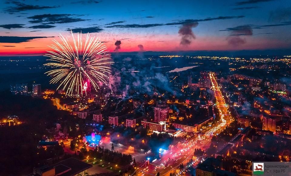 Вечером 3 июля в Уфе в течение 10 минут гремел салют – над городом выпустили 800 залпов
