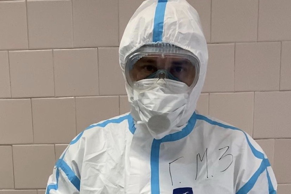 Патологоанатом в защитном костюме. Фото: пресс-служба правительства Приморского края