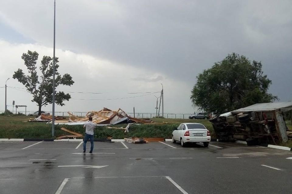 Ураганный ветер пронесся по Балакову. Фото соцсетей