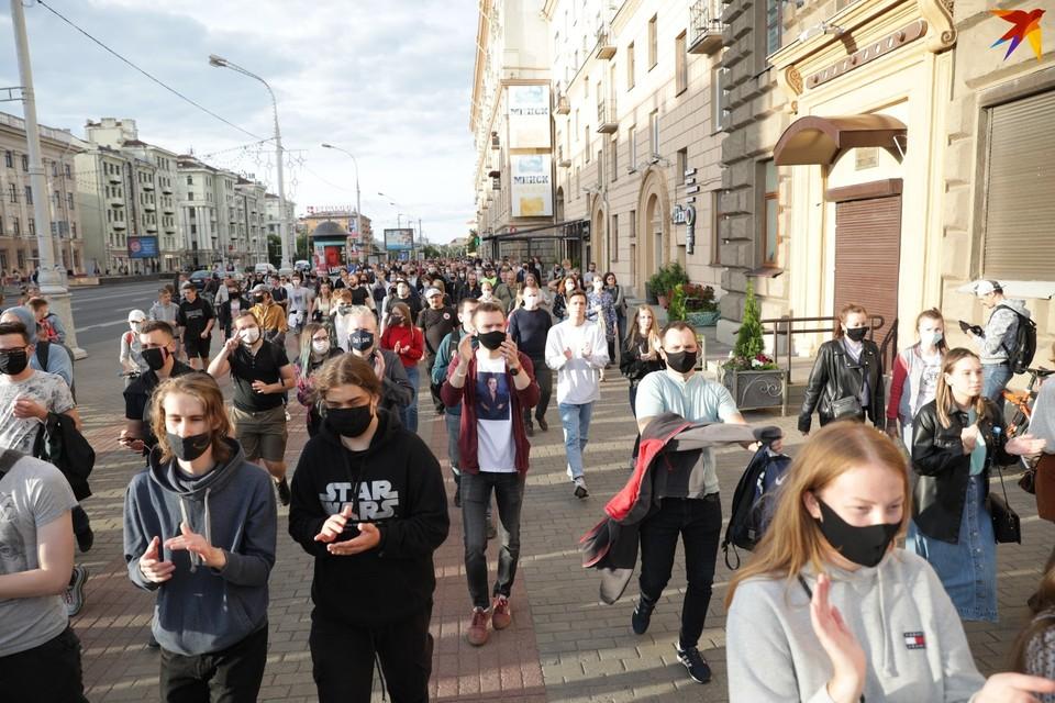 На улицы Минска люди вышли в поддержку незарегистрированных претендентов в кандидаты.