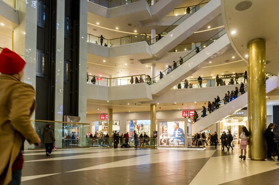 Из-за долгого простоя торговые центры в Санкт-Петербурге оказались на грани закрытия.