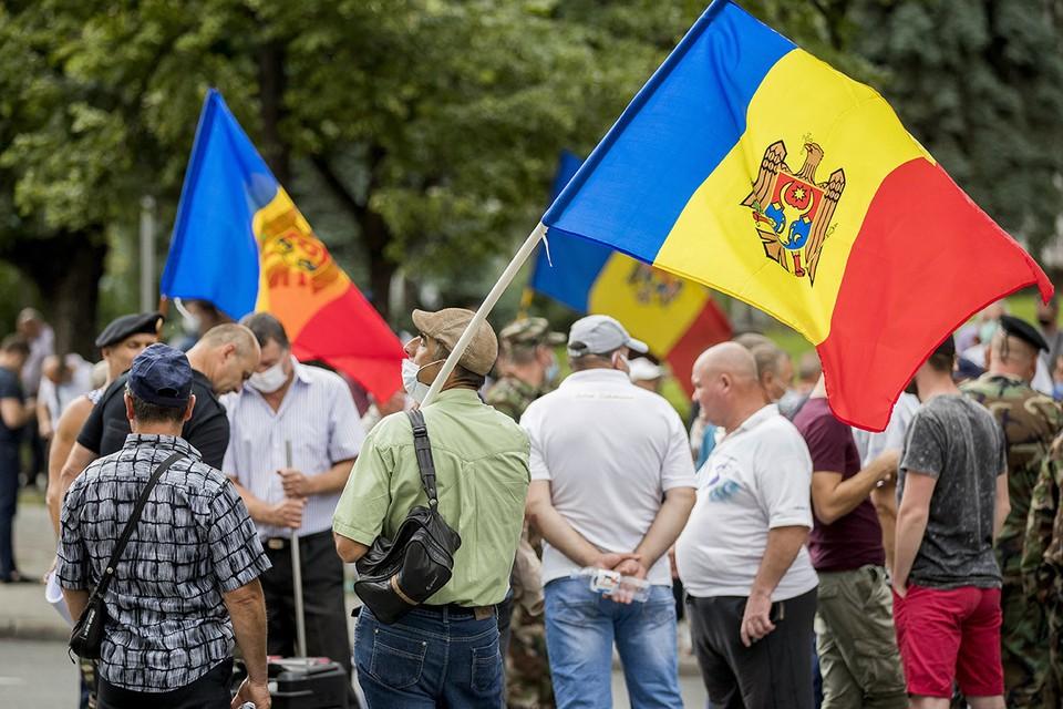 Антиправительственная акция протеста у здания правительства Молдавии в Кишиневе, 16 июля 2020 г. Фото: DUMITRU DORU/ЕРА/ТАСС