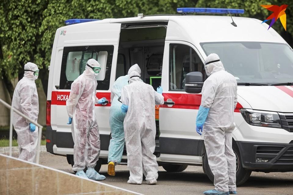 В инфекционную больницу Минска продолжают поступать тяжелые пациенты.