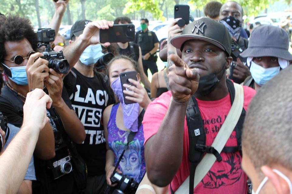 Активисты BLM не боятся полиции.