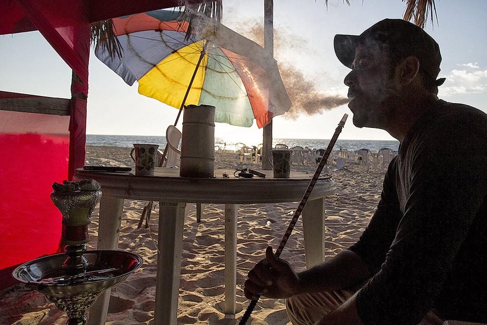 В России запретят курить кальяны на пляжах. Фото: Zuma/TACC