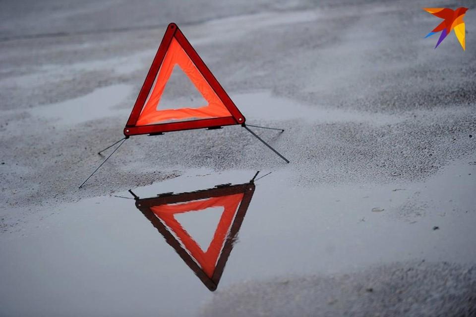 В Минске на парковке автомобиль выезжал задним ходом и врезался в Шкоду