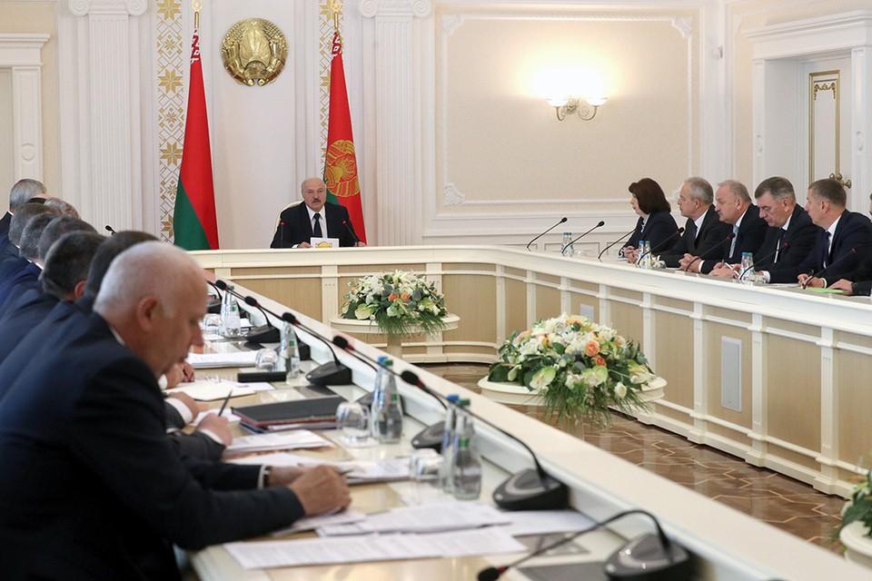 Александр Лукашенко провел совещание с руководством экономического блока страны. Фото: БелТА