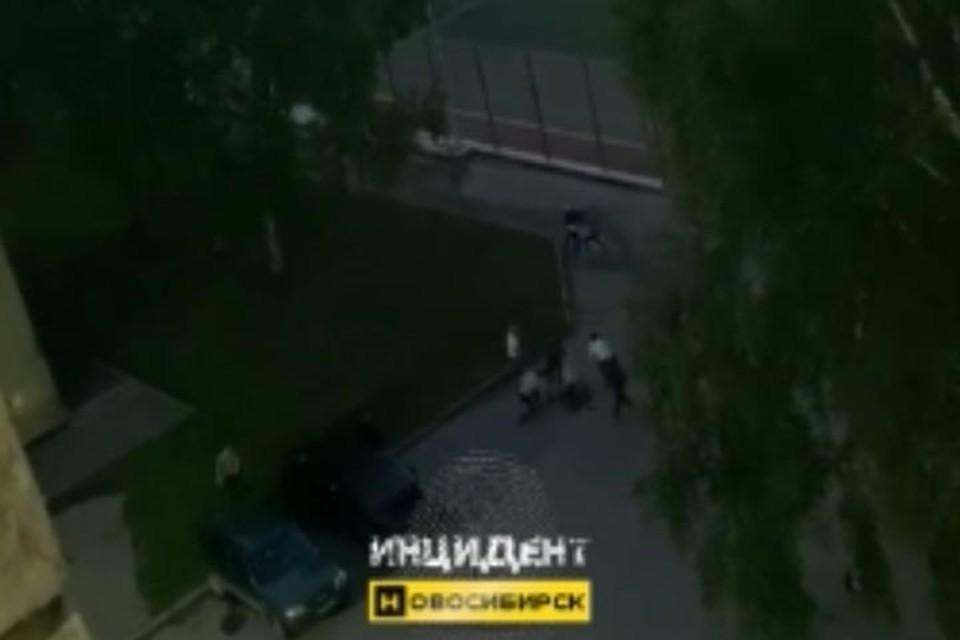 Трех студентов избили у общежития. Фото: «Инцидент Новосибирск».