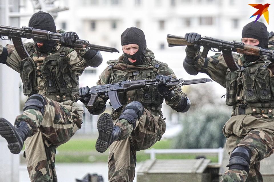 Репетиция показательных выступлений в центре Минска.