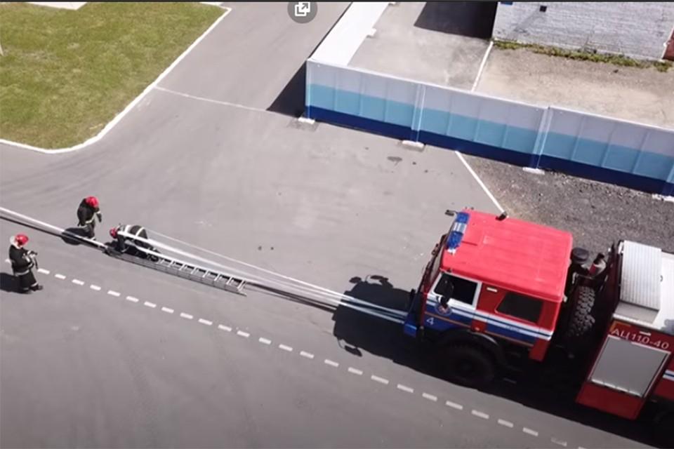 «Если надо, железную дверь без инструмента вскроем»: белорусские спасатели таскали автомобили – среди откликнувшихся на челлендж была и девушка!