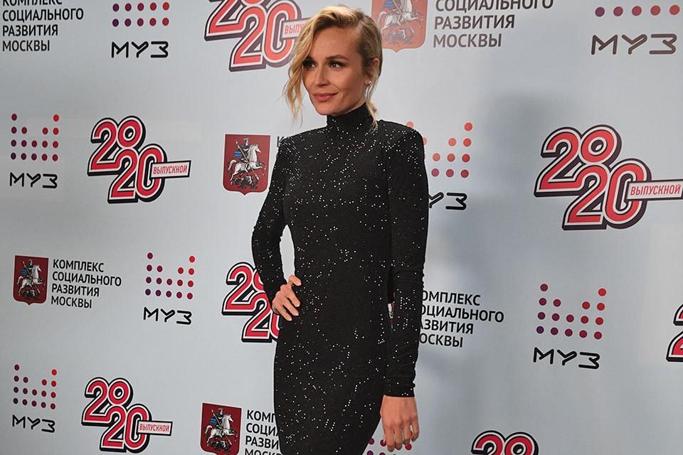 Полина Гагарина активно ведет блог и делится с поклонниками событиями из жизни.