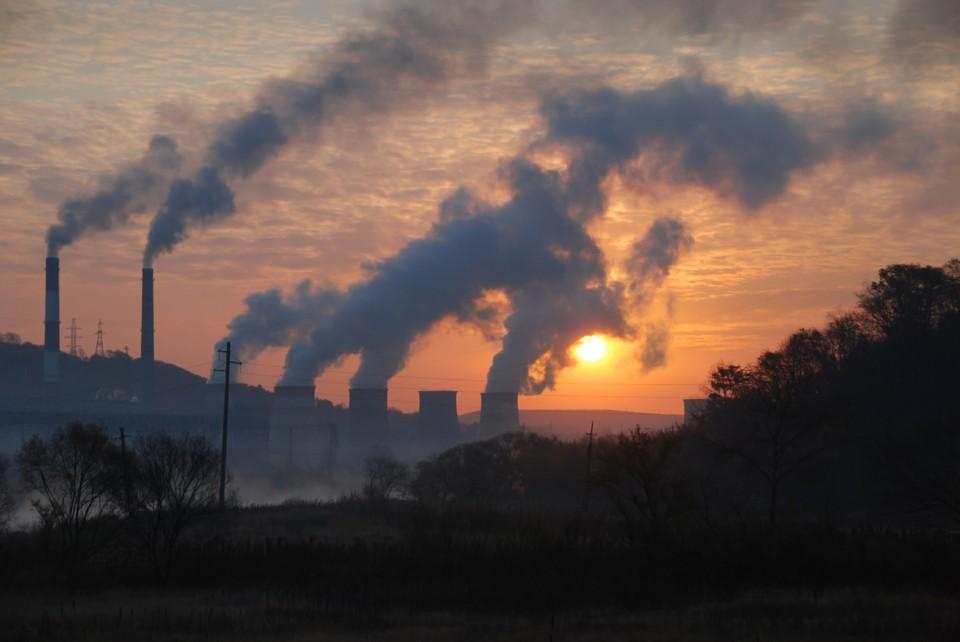 Эксперимент по введению квот предельного объема атмосферных выбросов начался в 12 регионах. Фото: shutterstock.com.