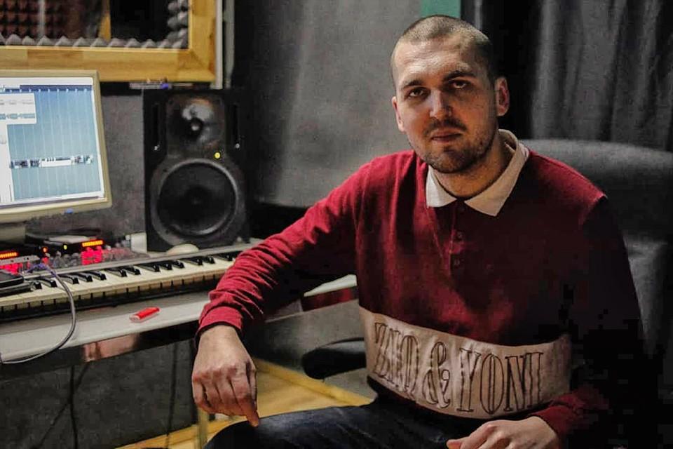 Рэпер Энди Картрайт (Александр Юшко).