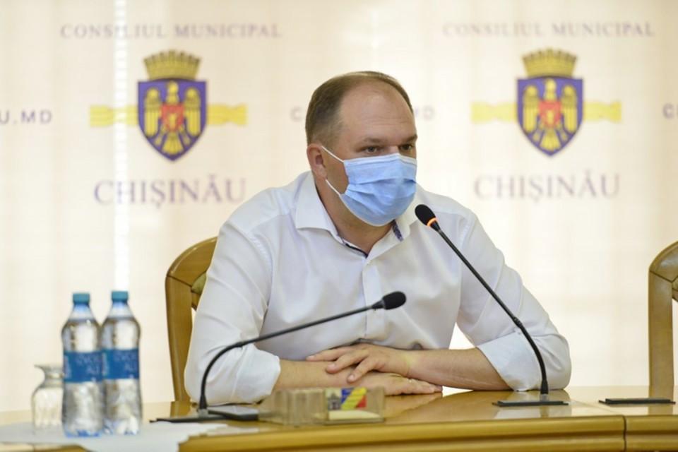 Мэр Кишиневе Ион Чебан в общественных местах всегда в маске.