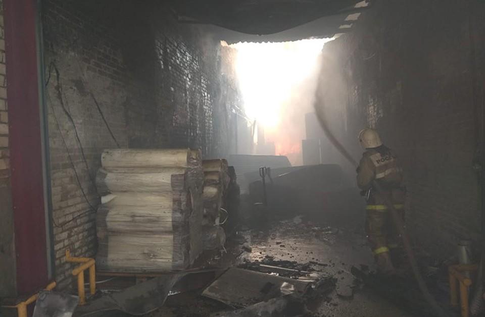 Опубликовано видео с места пожара на складе полиэтилена в Дзержинске.