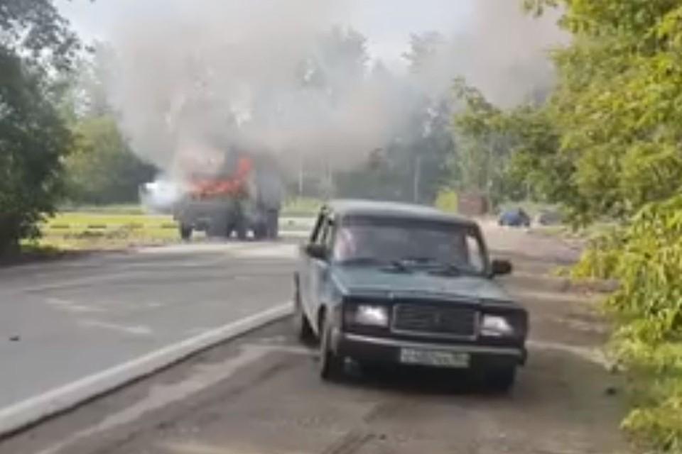 Видео с полыхающим грузвоиком выложил в Facebook новосибирский активист. Фото: Олег Викторович